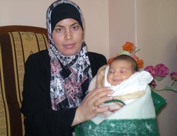 Banan Yusef and her baby. Photo: 'Abd al-Karim Sa'adi, B'Tselem