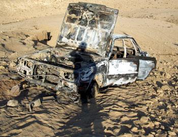 إحدى السيارات التي تم إحراقها، على ما يبدو من قبل الجنود. تصوير: كريم جبران، بتسيلم، 13.10.09