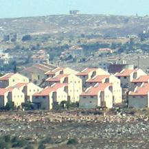 The illegal outpost Ofra. Photo: Yehezkel Lein, B'Tselem.