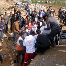Removal of bodies from the Samuni family compound, a-Zeitun, Gaza City. Photo: Muhammad Sabah, B'Tselem.