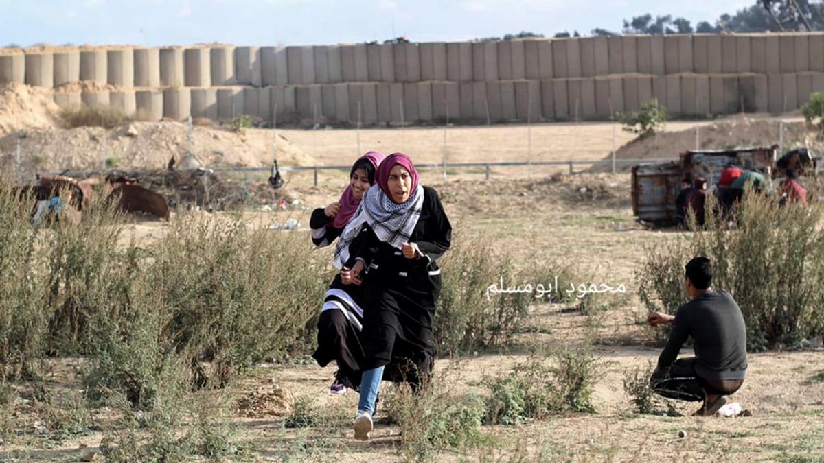 מאי אבו רווידה בהפגנה לפני פציעתה. צילום: מחמוד אבו מוסלם, 6.12.19