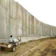 <p>[4860] 7.7. فلسطيني يقود عربة حماره بالقرب من الجدار الفاصل في قلقيلية</p><p>تصوير: رينهارد كراوس, رويتر</p>