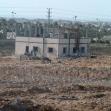 "<p>[2126] 11.1.0 ביתו של עווד א-סמירי, סמוך לציר כיסופים, ממזרח לדיר אל-בלח, לאחר שצה""ל הקיף אותו בגדר תיל.</p><p>תצלום: מאזן אל-מג'דלאוי, בצלם</p>"