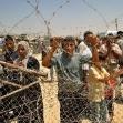<p>[6826] 6.8. פלסטינים ממתינים לקרובי משפחתם במסוף רפיח.</p><p>תצלום: מוחמד סאלם, רויטרס</p>