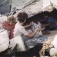 """<p>[659] 1.10.0 תושבים מחפשים את רכושם בחורבות ביתם שנהרס על-ידי צה""""ל מבצע צבאי בבית רימא, מחוז רמאללה, אוקטובר 2001.</p><p>תצלום: ג'יהאד נח'לה</p>"""