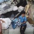 <p>[4786] 1.10.0 ילדים מוציאים את החפצים מתוך הריסות בית, בית רימא, מחוז רמאללה.</p><p>תצלום: ג'יהאד נח'לה, רויטרס</p>