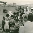 """<p>[3830]  בני משפחת א-שוואר לפני ביתם בח'אן-יונס, שנהרס חלקית בידי צה""""ל ב-7 בנובמבר 1990.</p><p>תצלום: יורם להמן</p>"""