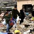 """<p>[118] 10.1.0 תושבים ברפיח אוספים את החפצים שלהם מחורבות ביתם שנהרס על ידי צה""""ל.</p><p>תצלום: אחמד ג'דאללה, רויטרס</p>"""
