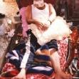 """<p>[37] 3.3. שוקרי אל-מקאדמה. אישתו, נוהא אל-מקאדמה, נמחצה למוות כאשר חיילי צה""""ל פוצצו את ביתם במחנה הפליטים אל-בורייג' שברצועת עזה, ב-3.3.2003.</p><p>תצלום: מאזן אל-מג'דלאוי, בצלם</p>"""