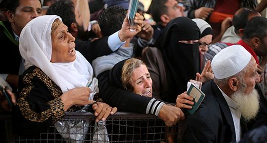 Line to register for passage via Rafah Crossing. Photo by Ibrahim Abu Mustafa, Reuters, 2 June 2016