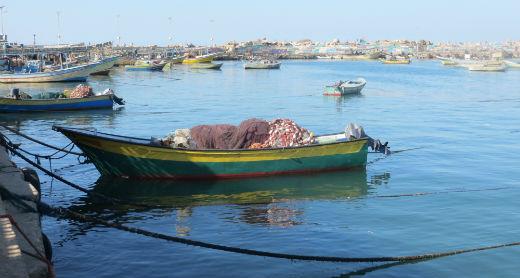 Motorized Hasake rowboat in Gaza's fishing port. Photo by Muhammad Sabah, B'Tselem, 11 Jan. 2017