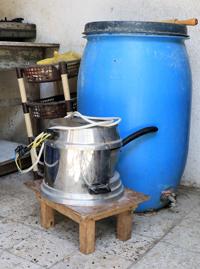 The electric pita-bread baking pot. Photo by Khaled al-'Azayzeh, B'Tselem, 7 July 2017